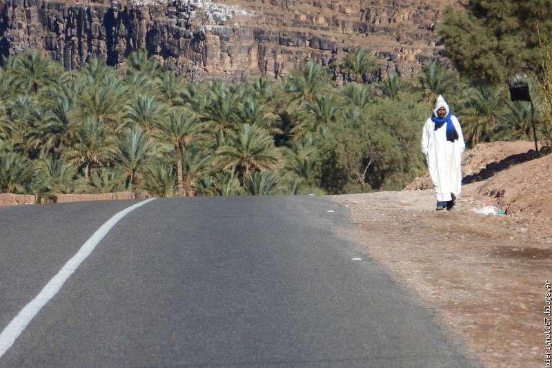 zagora en exemple , Qui a dit qur l'Amazigh est isolé, sans route et sans accès ? 32c5d7321d67dd8fg